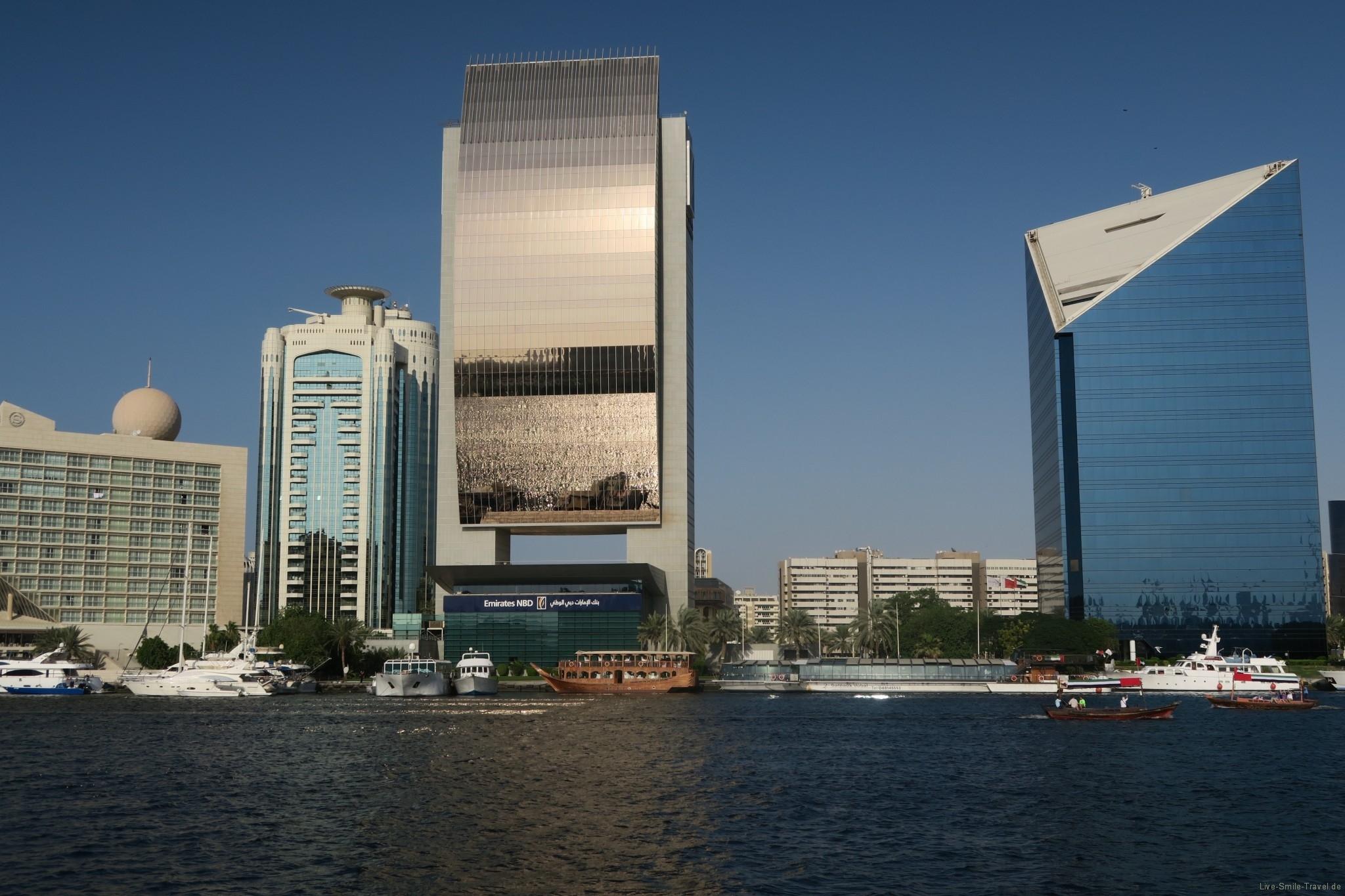 verspiegeltes Gebäude