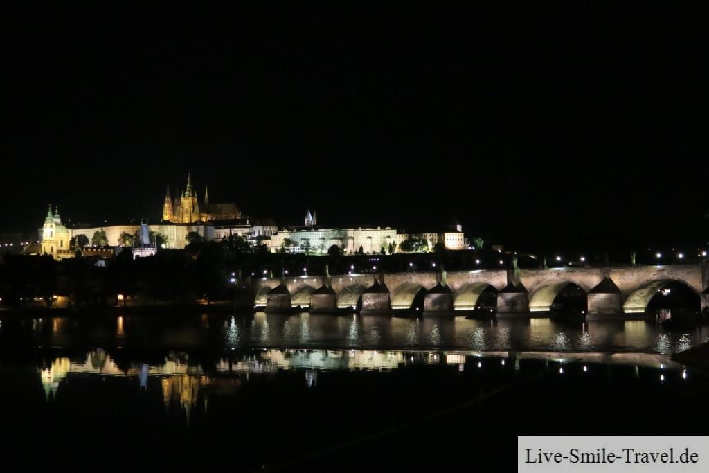 Prag bei Nacht Karlsbrücke Burg